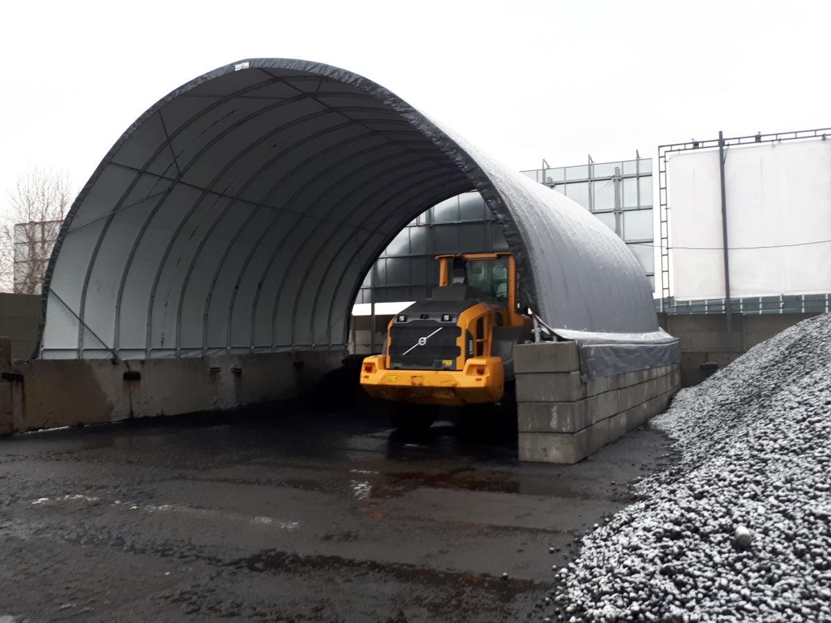 Składowanie opału w hali tunelowej