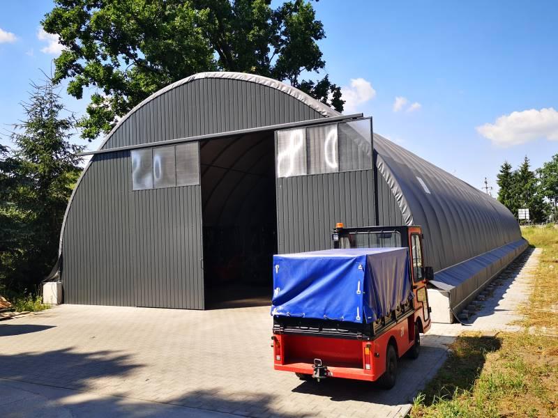 Garaż na wózki widłowe w hali Shelterall (2)