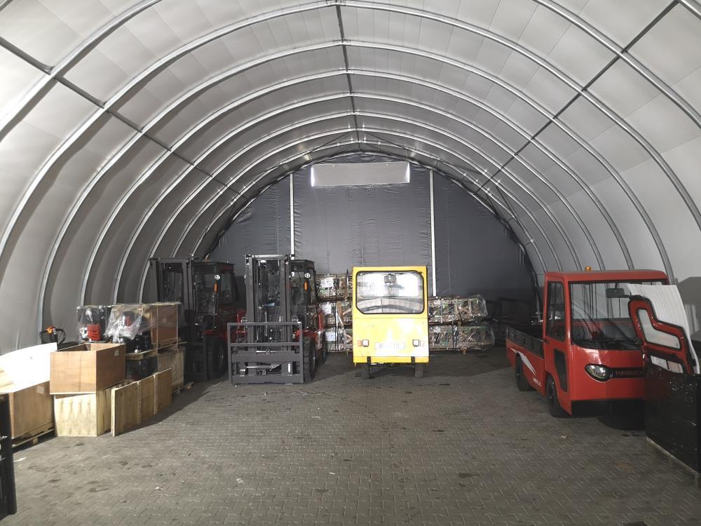 Wnętrze garażu na wózki widłowe (6)
